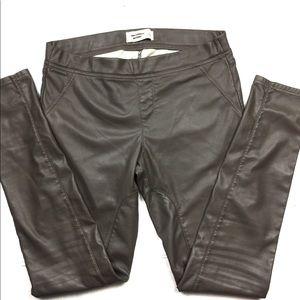 🌛Abercrombie faux leather motto leggings